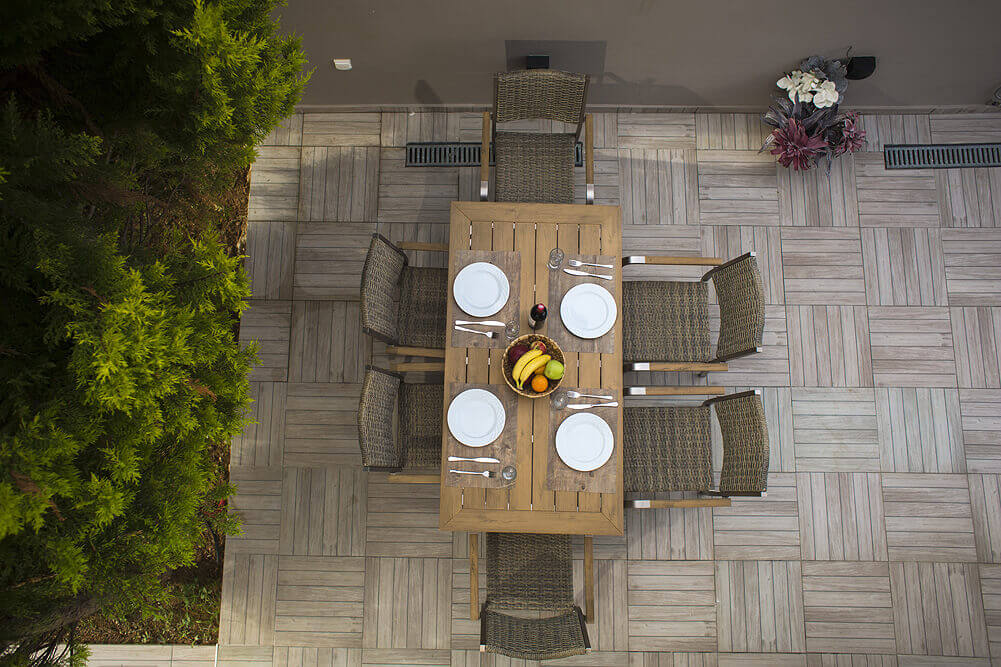 Outdoors - Dining area